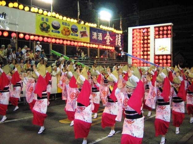 Would you like to become a dancing queen?  AWAODORI is a traditional dance festival in Tokushima   「徳島 阿波踊り」