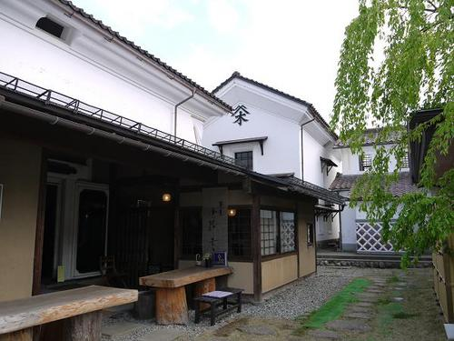 'Aizu-wakamatsu' in Fukusima Prefecture, having a history of longer than 700 years, is widely known by the name of 'kuranomachi', the town of warehouses.
