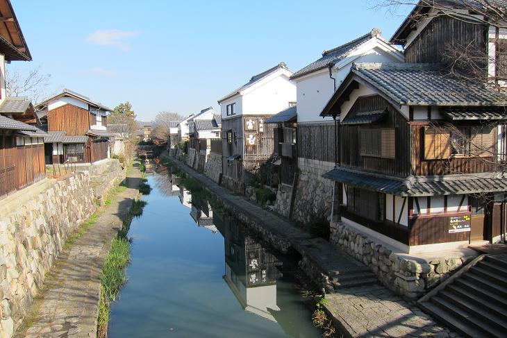 Omihachiman in Shiga Prefecture located in the east shore of Lake Biwa is widely known as the birthplace of 'Omi-shonin', the merchants from Omi district.