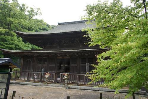 In 'Chofu' area of Shimonoseki City,Yamaguchi Prefecture situated at the westernmost tip of Honshu, there still remains an old townscape centering around 'Kozanji' temple dating back to the feudal age.