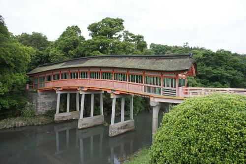 'Usa-jingu' Shinto shrine in Usa City, Oita Prefecture, is the head shrine of many 'hachimangu' shrines standing across Japan, which is estimated more than forty thousand in number.