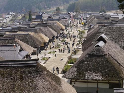 'Ouchi-juku'in Fukushima Prefecture, an old post town on 'Aizu-nishi-kaido' highway also known as 'Shimotuke-kaido' that runs between'Aizu-wakamatsu' and 'Nikko', flourished in Edo Period toward the end of the 19th century.