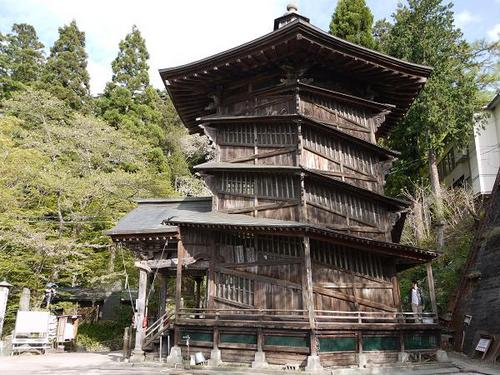 'Sazae-do',a general term for turbo-shaped shrines, were built all over Eastern Japan late in the Edo period.