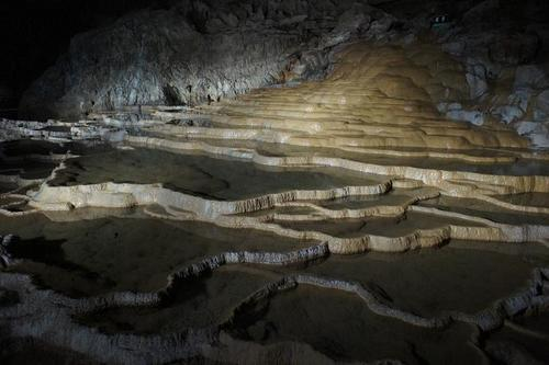 'Shuhodo' also known as 'Akiyosido', stretching underground on the westernmost tip of Honshu the main island of Japan, is a representative limestone cave in the country.