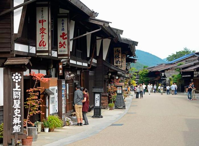 A Town Frozen in Time: Narai-juku in Nagano