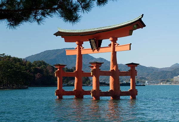 """The Beauty of Miyajima and the Famous """"Floating Torii"""""""