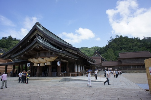 'Izumo-taisha' Shinto shrine, which was built as an ancient national project, boasts Japan's largest 'honden' main building.