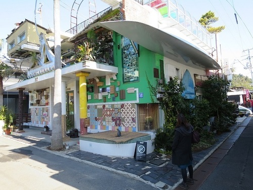 'Naoshima' in Kagawa Prefecture, a small island in 'Seto Inland Sea', is a treasury of installation arts.