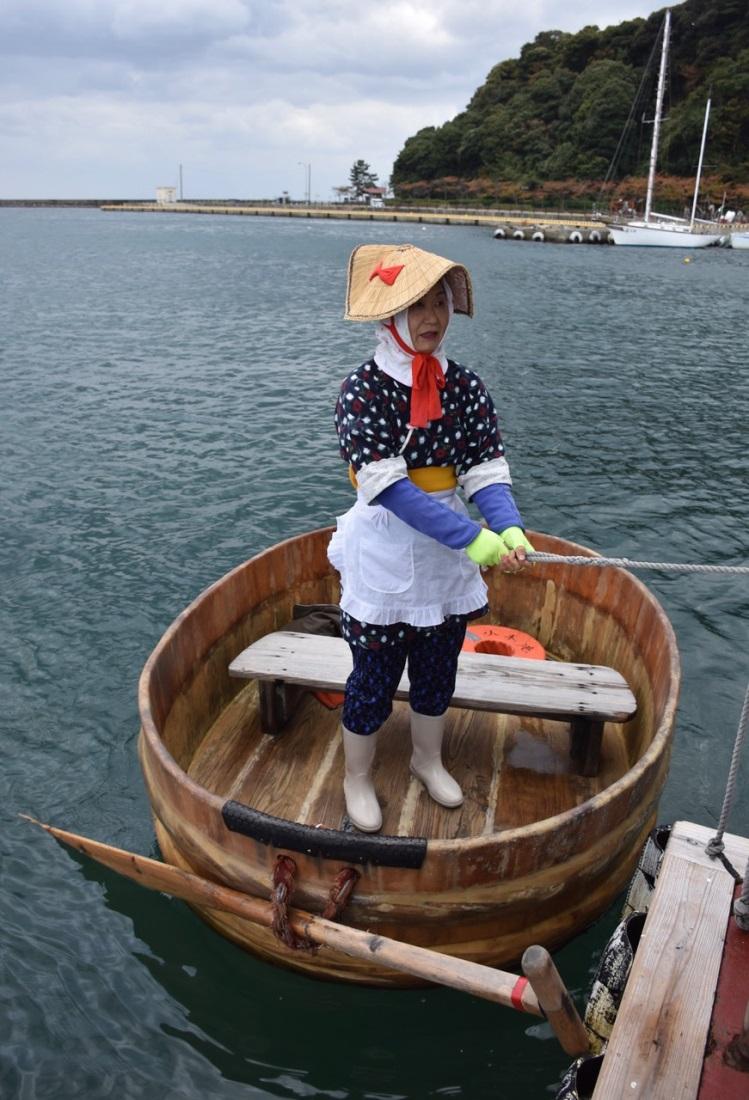 Tarai-bune tub boat